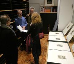 Olivier Thomas présentant le Cabinet d'estampes contemporaines © Bibliothèque de l'Institut de France