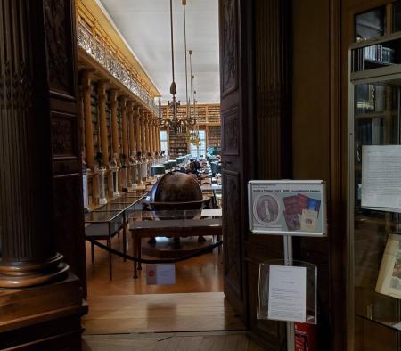 Vue vers la salle de lecture de la bibliothèque Mazarine.